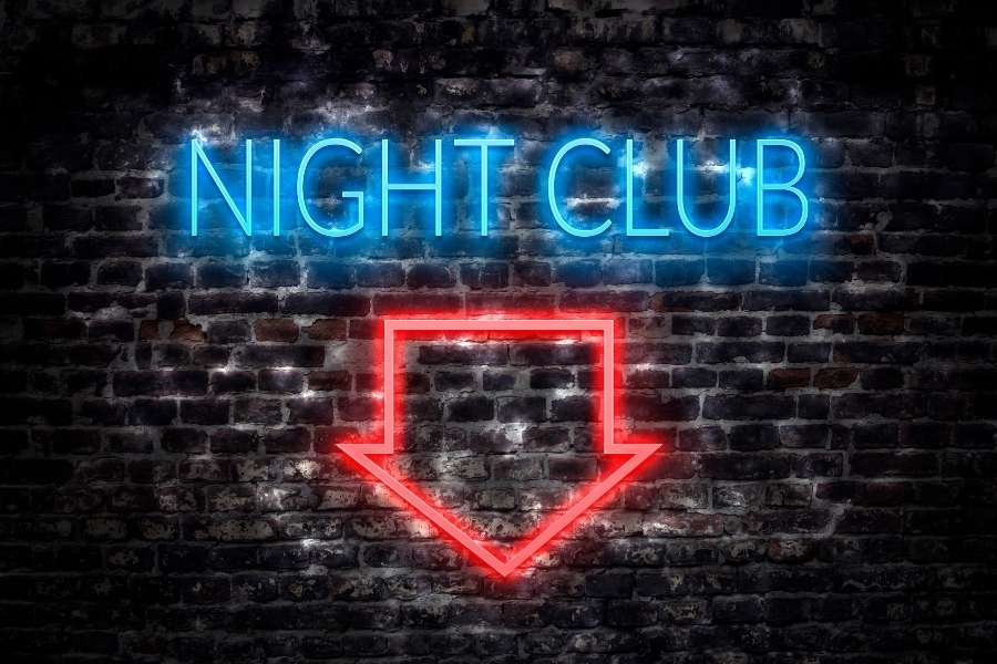 Why Nightclubs Beat Restaurants in the Early Dating Timeline