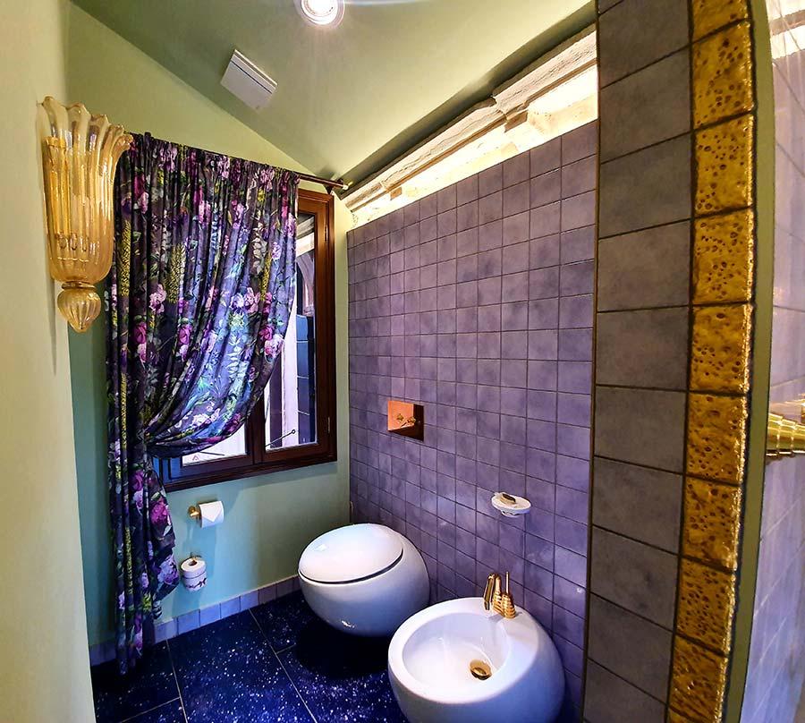 bathroom-hotel Palazzo Heureka Venice purple