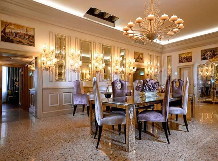 dining area of palazetto Madonna Venice