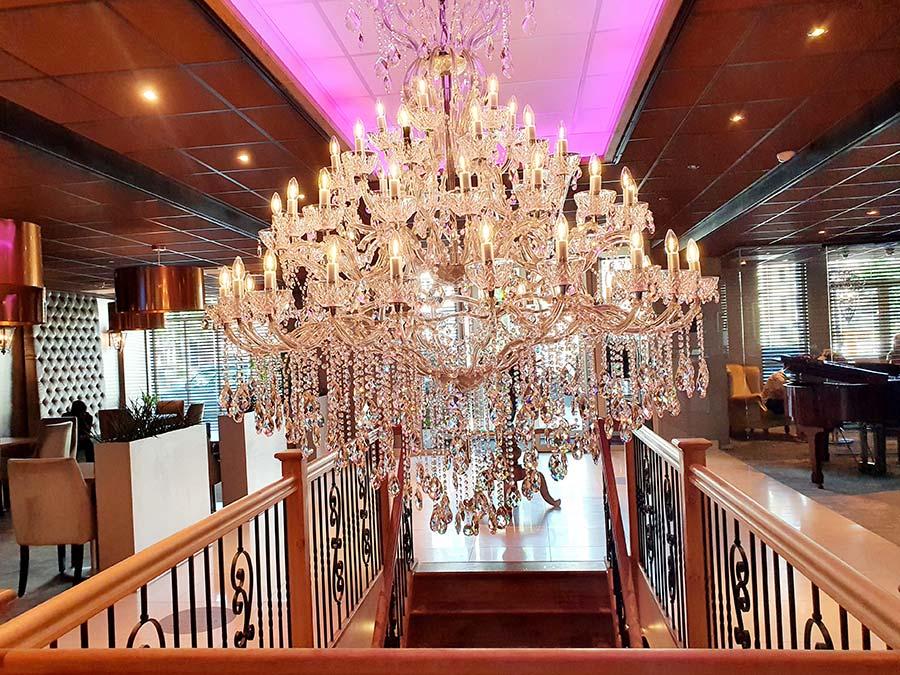 Luxury-Suites-Amsterdam.jpg-1 Chanderlier