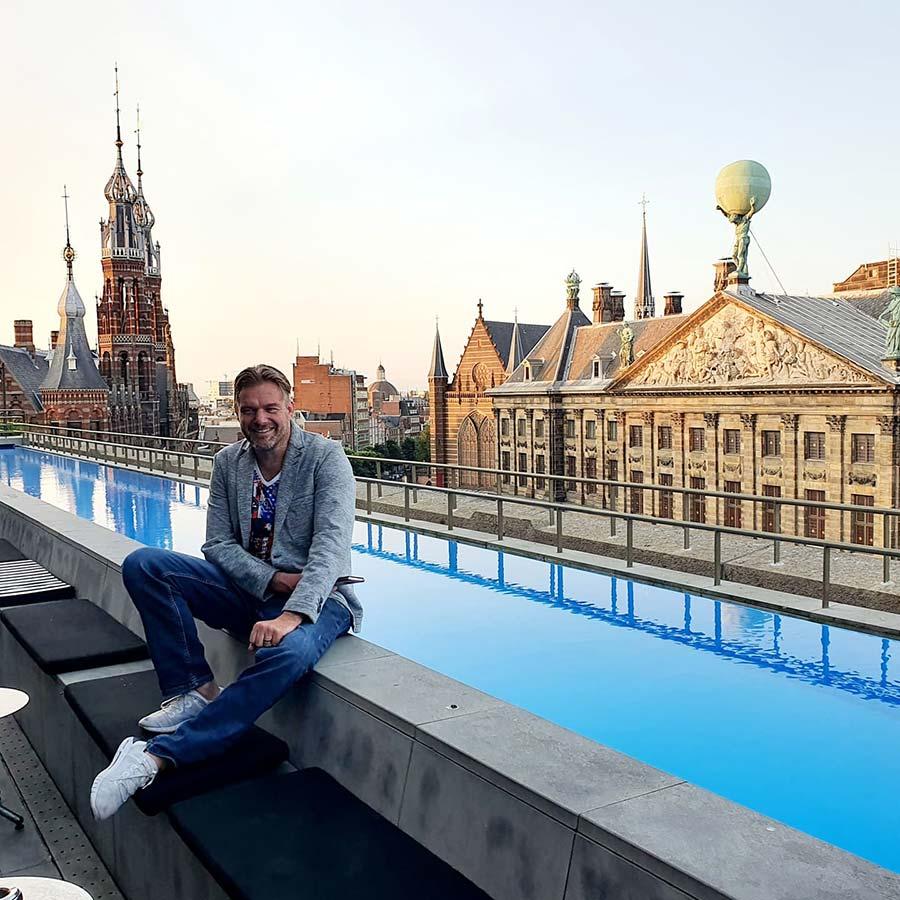 roof top pool WExchange Wamsterdam hotel 2021 (1)