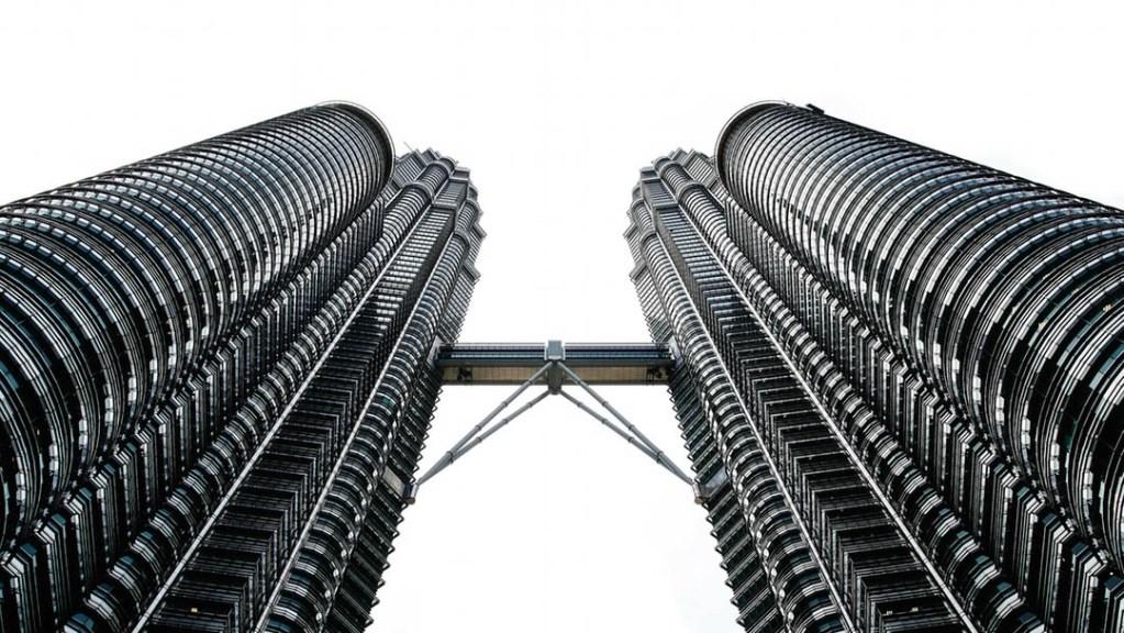 Die Petronas Towers - Wahrzeichen von Kuala Lumpur. Bald gibt es mehr Bilder aus Kuala Lumpur. Dann auch von Arvid.