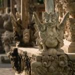 Das ist nur eine von zahllosen kunstvoll angefertigten Figuren - alleine in diesem Tempel. Wie viel Zeit es wohl gekostet haben muss so was fertigzustellen?