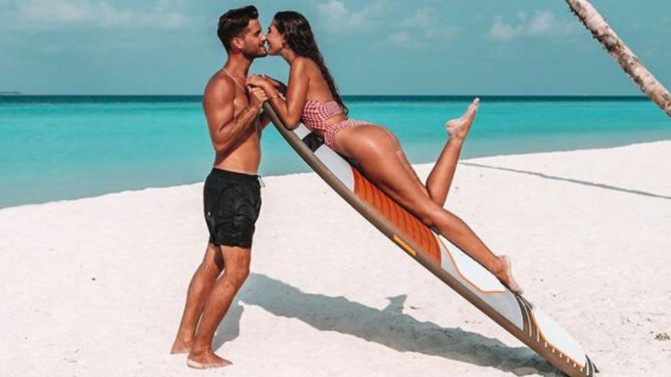 50 Mejores Poses De Parejas Para Fotos En La Playa Mentalidad Viajera