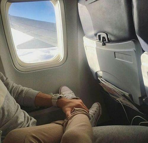 foto pareja avión-mentalidadviajera