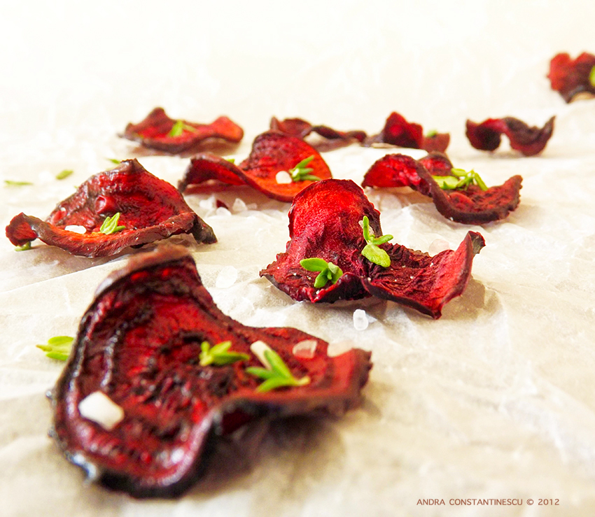 Chipsuri din sfecla rosie, cu cimbru si sare de mare [vegetarian]