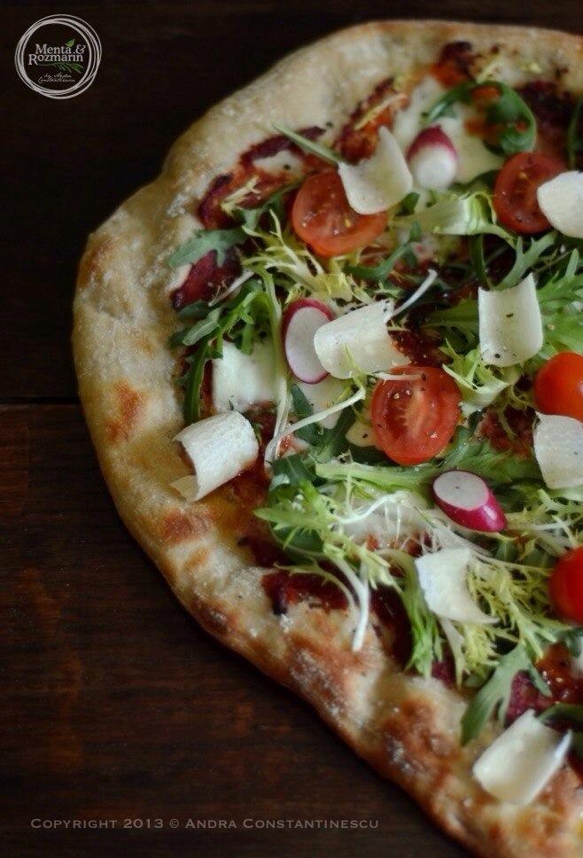 pizza-cu-rucola-si-rosii-cherry