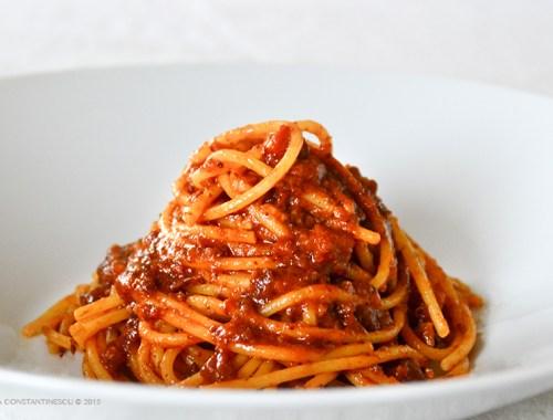 spaghetti-al-ragu-napoletano-reteta