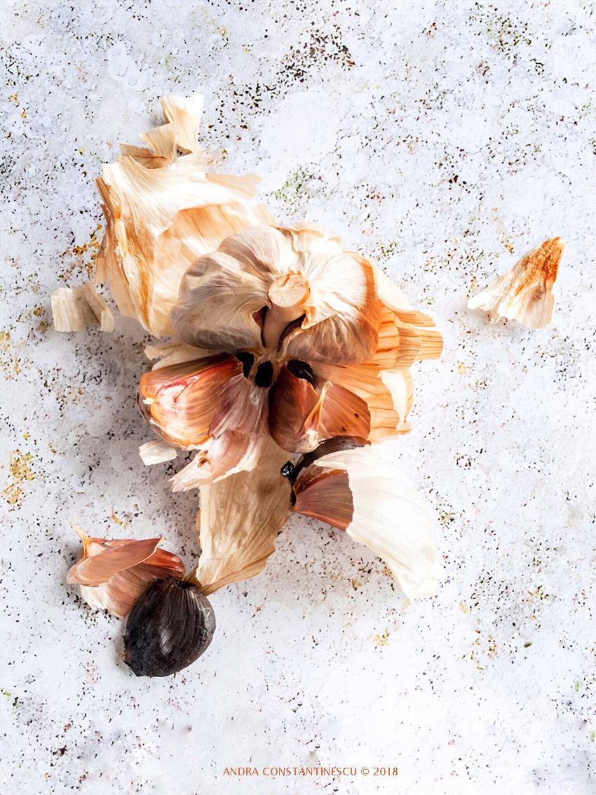 Usturoi negru, usturoi fermentat, black garlic