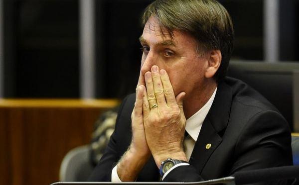 Jair Bolsonaro tentou tirar direitos das famílias dos médicos cubanos em 2016