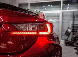 lataria de carro vermelho novo