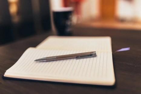 notepad-pen-paper-writing-business-desk-office