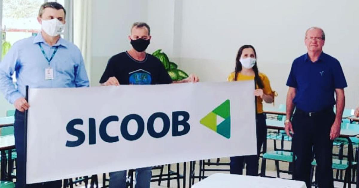 EFA de Rio Bananal recebeu doação do SICOOB para a aquisição de novos conjuntos escolares
