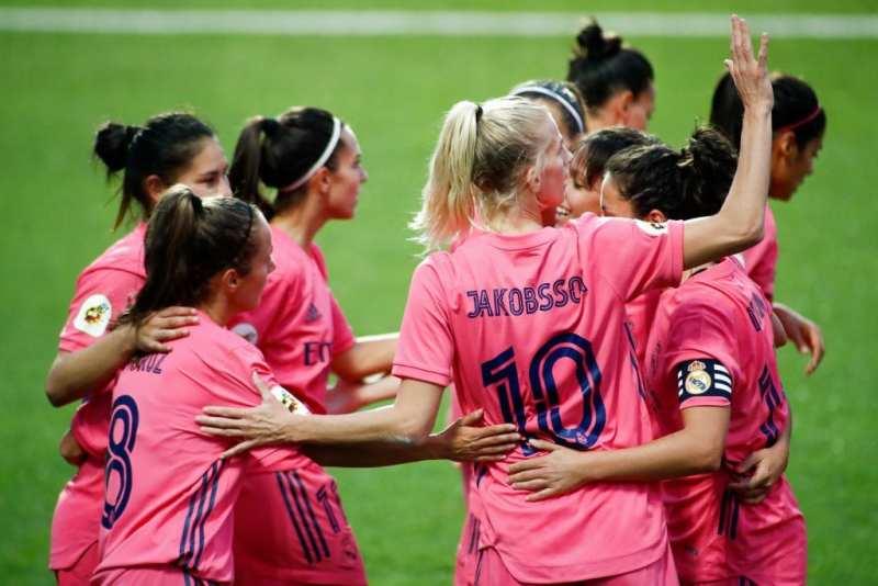 Las jugadoras del Real Madrid Femeninocelebrando un gol