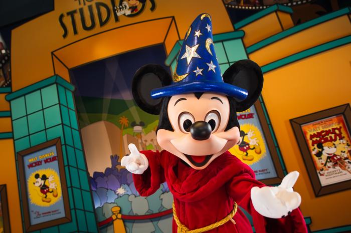 Disney celebra aniversário de 89 anos de Mickey Mouse