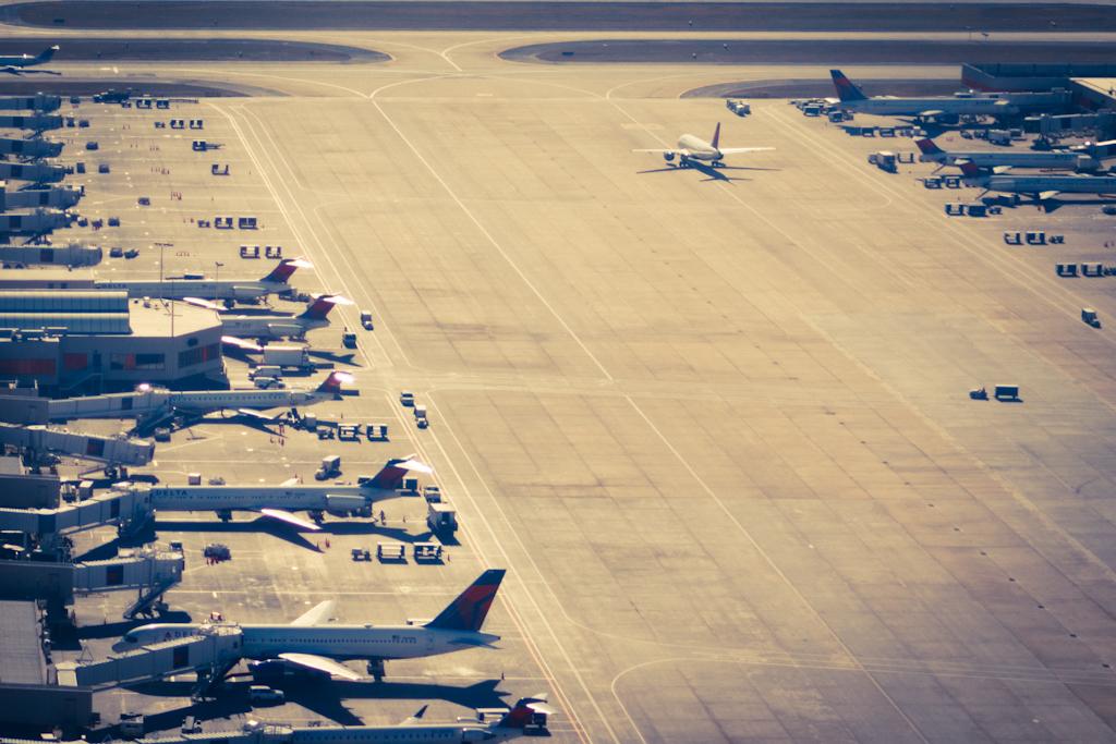 Coronavírus: aéreas do EUA devem demitir 100 mil e aposentar até mil aeronaves