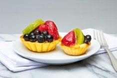 Mini Fresh Fruit Tart with Custard