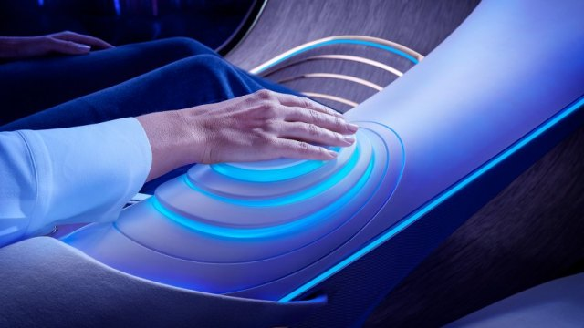 The control unit in the Mercedes-Benz VISION AVTR – inspired by AVATAR
