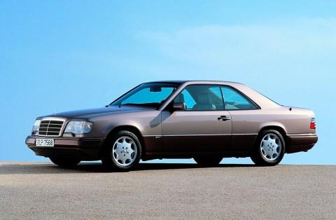 Sportlich-elegante Zweitürer mit großem Flair - Die Mercedes-Benz E-Klasse Coupés und Cabriolets Foto: E-Klasse Coupé der Baureihe 124, hier aus dem Jahr 1993