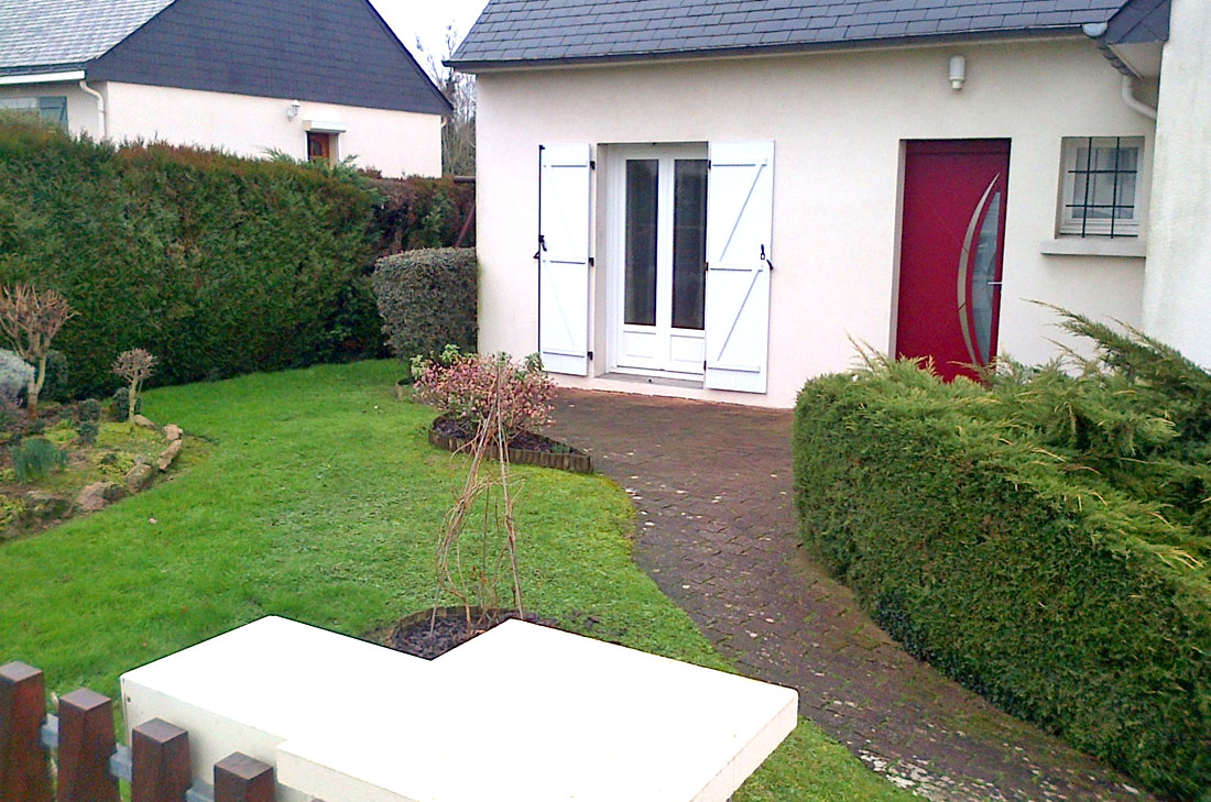 Amenager jardin devant maison amnagement paysager for Idee amenagement paysager devant maison