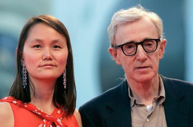 """U.S. director Woody Allen and his wife Soon-Yi arrives at the Cinema Palace in Venice September 2, 2007. Allen's movie """"Cassandra's Dream"""" is being shown at the Venice Film Festival. REUTERS/Alessandro Bianchi ( ITALY)"""