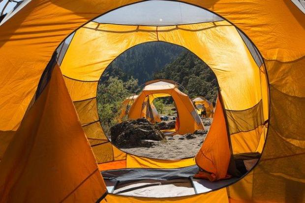 A river-rafting trek along Oregon's Rogue River includes Dutch oven cuisine, raging rapids and camping at the river's edge. (Jak Wonderly/Rogue Wilderness Adventures)