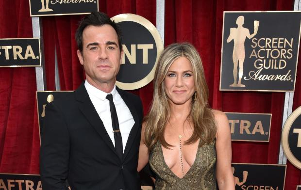 Justin Theroux, left, and Jennifer Aniston arrive at the 21st annual Screen Actors Guild Awards at the Shrine Auditorium on Sunday, Jan. 25, 2015, in Los Angeles.