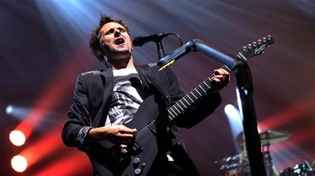 The singer of British rock band Muse, Matthew Bellamy, performs on stage on October 2, 2012 at the Olympia concert hall in Paris. (AFP PHOTO/THOMAS SAMSON)