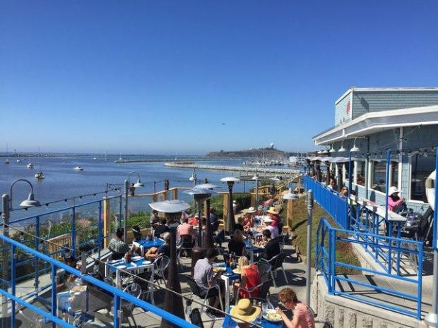 Between the harbor views and lobster rolls, it's hardly surprising that Sam's Chowder House in Pillar Point draws crowds all day long.