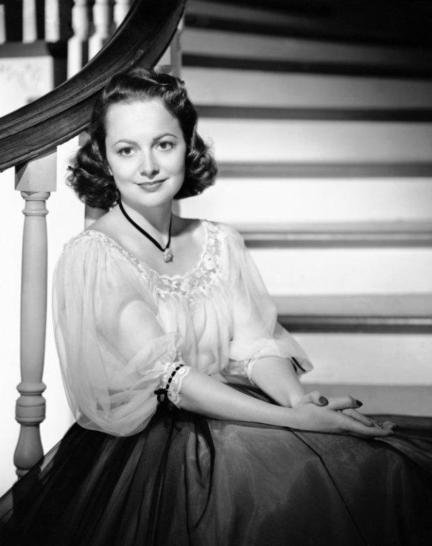 Olivia de Havilland, who was raised in Saratoga and first started acting in Bay Area community theater as a child, is shown during a movie shoot in the late 1940s. (AP archives)