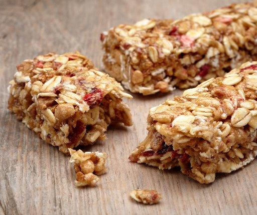 Granola bars are a lunchbox staple, but the quality of that classic snackcan vary widely. (Thinkstock photo)