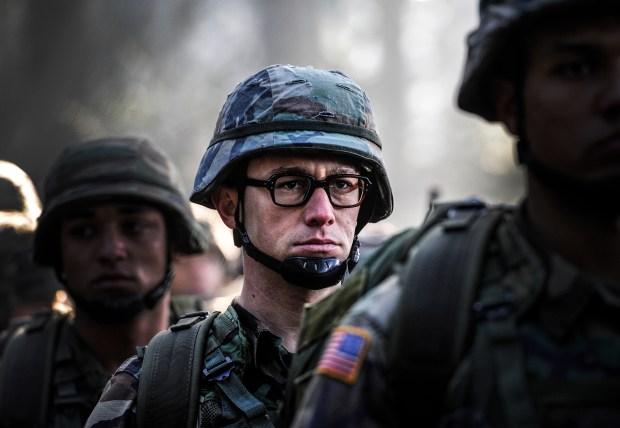 Joseph Gordon-Levitt as Edward Snowden in Academy Award® winning director Oliver Stone's international thriller SNOWDEN. (Jürgen Olczyk/Open Road Films)
