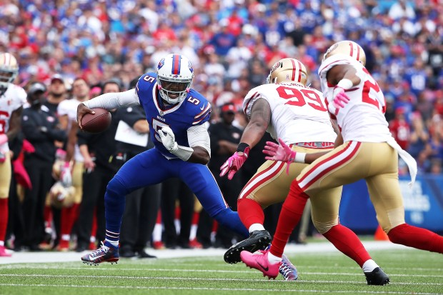Tyrod Taylor #5 of the Buffalo Bills runs past DeForest Buckner #99 of the San Francisco 49ers during the first half at New Era Field on October 16, 2016 in Buffalo, New York. (Photo by Tom Szczerbowski/Getty Images)