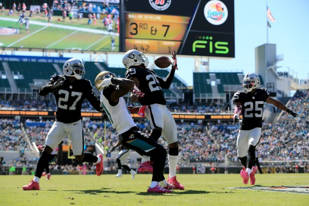 David Amerson #29 of the Oakland Raiders attempts to make an interception in front of  Marqise Lee #11 of the Jacksonville Jaguars during the game at EverBank Field on October 23, 2016 in Jacksonville, Florida.  (Photo by Sam Greenwood/Getty Images)