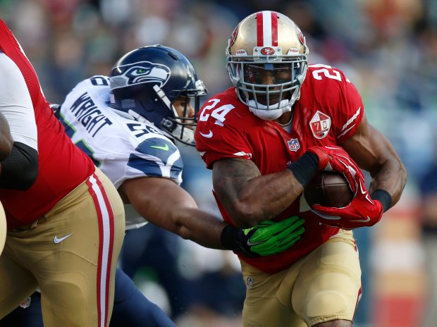 San Francisco 49ers' Shaun Draughn (24) runs against Seattle Seahawks' K.J. Wright (50) in the first quarter of their NFL game at Levi's Stadium in Santa Clara, Calif., on Sunday, Jan. 1, 2017. (Nhat V. Meyer/Bay Area News Group)