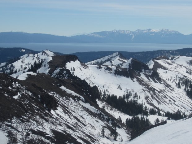 Spectacular views await intrepid cross-country skiers trekking from hut tohut at Tahoe. (Photo courtesy of Matt Johanson)