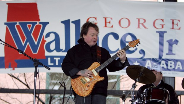 Rick Derringer performs at a campaign rally, 2006. (AP Photo/Rob Carr)