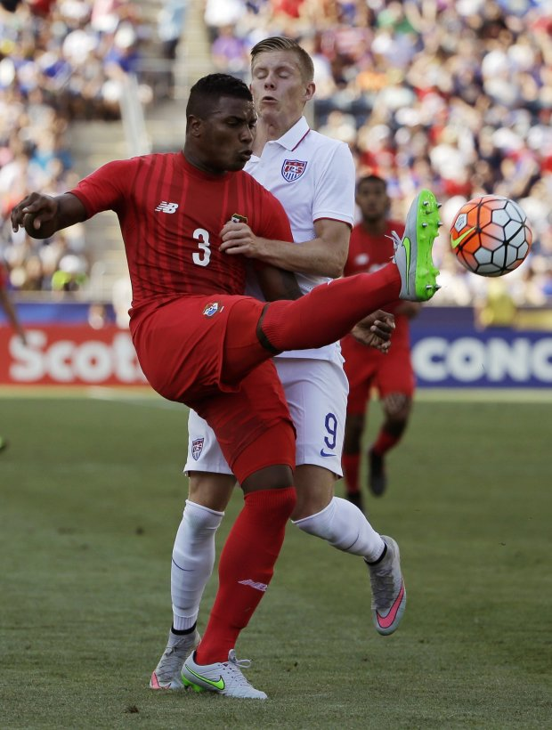 Panama's Harold Cummings, left, kicks the ball away from United States' Aron Johannsson during the first half of the CONCACAF Gold Cup third place soccer match, Saturday, July 25, 2015, in Chester, Pa. (AP Photo/Matt Rourke)