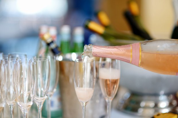 Pouring champagne into glasses (Thinkstock)