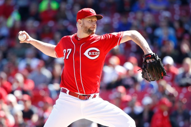 Scott Feldman #37 of the Cincinnati Reds pitches in the first inning of a game against the San Francisco Giants at Great American Ball Park on May 7, 2017 in Cincinnati, Ohio. (Photo by Joe Robbins/Getty Images)