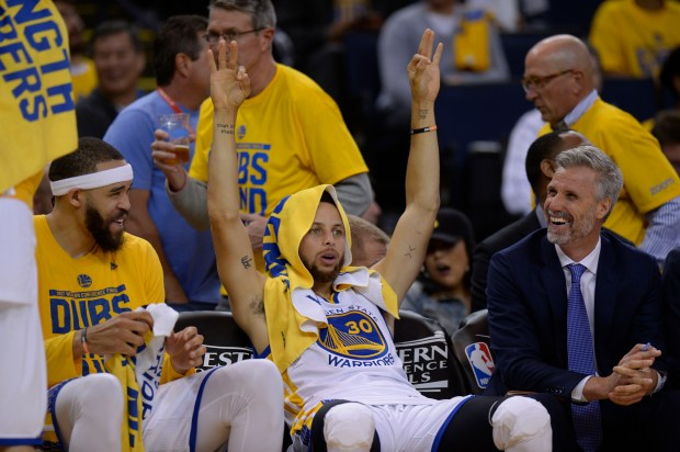 The Golden State Warriors' Stephen Curry (30) signals a 3-point shot from the bench against the San Antonio Spurs in the fourth quarter of Game 2 of the Western Conference Finals at Oracle Arena on Tuesday, May 16, 2017. (Jose Carlos Fajardo/Bay Area News Group)
