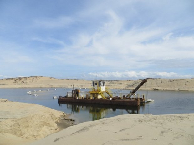 The CEMEX sand mine in Marina, which has operated since 1906, and which scientists have blamed for beach erosion along Monterey Bay, will shut down in 2020, under a settlement with state regulators announced June 27, 2017. (Photo: California Coastal Commission)