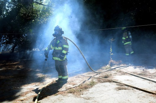 Los Gatos: Firefighters battle small brush fire Monday night