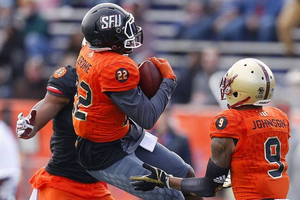 MOBILE, AL - JANUARY 28: Lorenzo Jerome #22 of the North team intercepts the ball as O.J. Howard #88 of the South team defends during the first half of the Reese's Senior Bowl at the Ladd-Peebles Stadium on January 28, 2017 in Mobile, Alabama. (Photo by Jonathan Bachman/Getty Images)