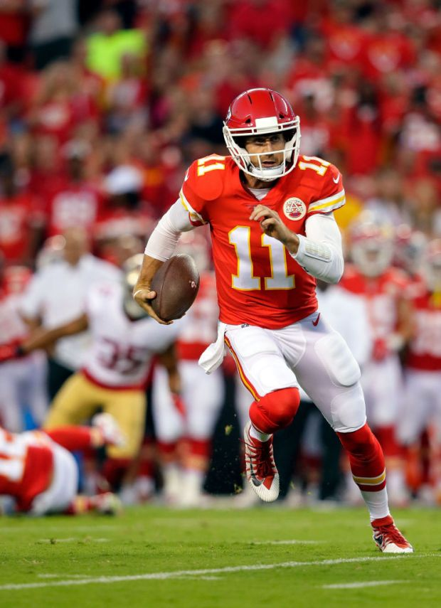 KANSAS CITY, MO - AUGUST 11: Quarterback Alex Smith #11 of the Kansas City Chiefs scrambles during the preseason game against the San Francisco 49ers at Arrowhead Stadium on August 11, 2017 in Kansas City, Missouri. (Photo by Jamie Squire/Getty Images)