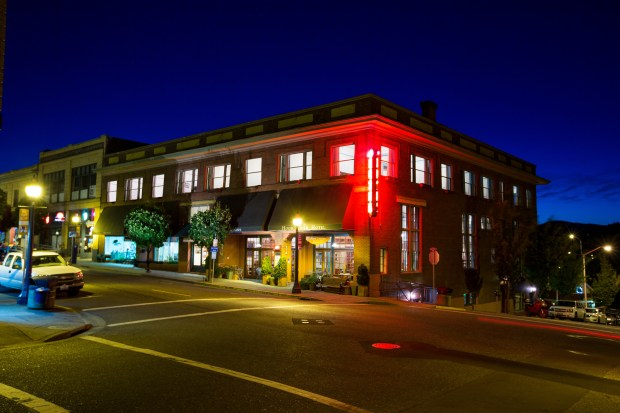 Hood River Hotel (Michael Peterson Photography)