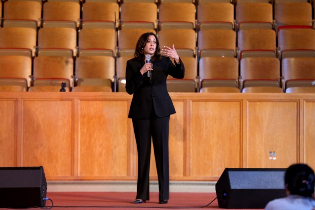 Kamala Harris announces support for 'Medicare for all'