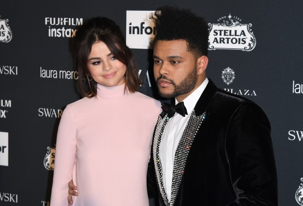 The Weeknd and Selena Gomez attend Harper's BAZAAR Celebration of 'ICONS By Carine Roitfeld' at The Plaza Hotel presented by Infor, Laura Mercier, Stella Artois, FUJIFILM and SWAROVSKI on September 8, 2017 in New York City. / AFP PHOTO / ANGELA WEISS (Photo credit should read ANGELA WEISS/AFP/Getty Images)