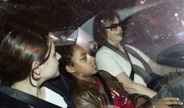 SYDNEY, NSW - JUNE 22: Nicole Kidman's mother Janelle (R) with Nicole's children Isabella (L) and Connor (C) leave Nicole's house on June 22, 2006 in Sydney, Australia. (Photo by Patrick Riviere/Getty Images)