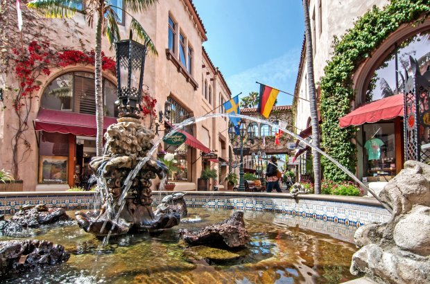 The splashy turtle fountain at La Arcada, one of the paseos in SantaBarbara's old town, welcomes visitors. Must credit: Mark Weber/Visit Santa Barbara